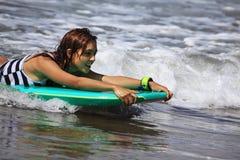 Surfista - mulher fotografia de stock