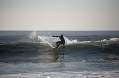 Surfista na onda Imagens de Stock Royalty Free