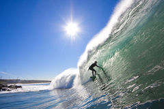 Surfista nel tubo fotografia stock