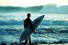 Surfista no crepúsculo Foto de Stock