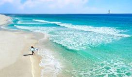 Surfista no Seashore Fotos de Stock