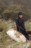 Surfista novo e prancha retro Imagem de Stock