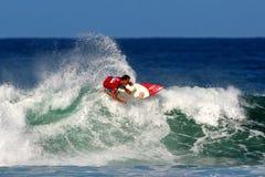 Surfista Pancho Sullivan che pratica il surfing a Honolulu, Hawai Fotografia Stock