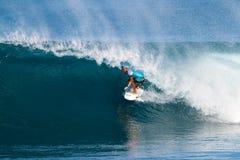 Surfista Payne polveroso che pratica il surfing nei supervisori della conduttura Immagine Stock Libera da Diritti