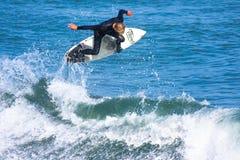Surfista professionista Willie Eagleton Surfing California Fotografia Stock