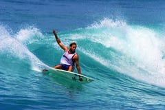 Surfista Ross Williams de Professiona que surfa em Havaí foto de stock