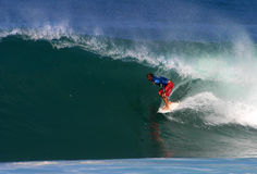 Surfista Shane Beschen che pratica il surfing al Backdoor Immagine Stock