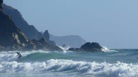Surfista in spiaggia Amado nel Portogallo fotografia stock libera da diritti
