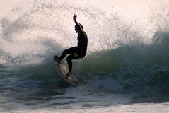 Surfista su un'onda Fotografie Stock