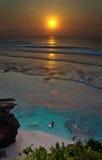 Surfista sul tramonto fotografia stock