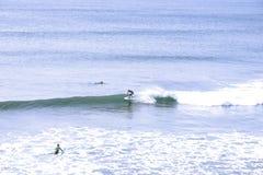 Surfistas de Oceano Atlântico Imagens de Stock Royalty Free