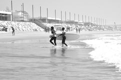 Surfistas na praia, Valência, Espanha Imagens de Stock