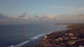 Surfistas no oceano vídeos de arquivo