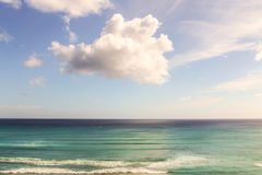 Surfistas no Oceano Pacífico na praia de Waikiki Foto de Stock Royalty Free