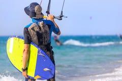 Surfisti dell'aquilone sulla spiaggia Fotografia Stock Libera da Diritti