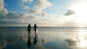Surfisti delle coppie Fotografie Stock