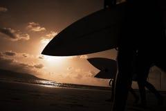 Surfisti di tramonto Fotografia Stock