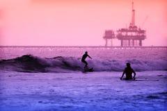 Surfisti di tramonto Fotografie Stock Libere da Diritti
