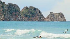 Surfisti nel mare Fotografie Stock