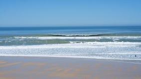 Surfisti su una spiaggia a Lacanau, Francia Immagine Stock Libera da Diritti