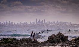 Surfować przy surfingowa rajem Zdjęcia Royalty Free
