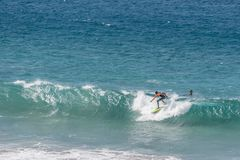 Surfujący w Fuerteventura, wyspy kanaryjska Zdjęcie Stock