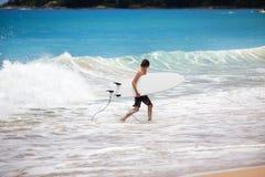 Surfujący w Phuket, Tajlandia Obrazy Stock
