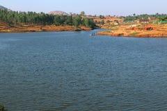 Surgana sjö i Dist Nashik, Maharshtra, Indien arkivfoto