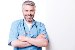 Surgeon leaning at copy space. Royalty Free Stock Photos