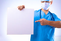 Surgeon in the mask holds a placard Royalty Free Stock Photos