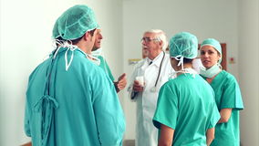 Surgery team speaking to each other Royalty Free Stock Photos