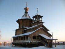 Surgut velho. Igreja. Dia de inverno desobstruído. Foto de Stock
