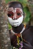 Suri flicka med framsidamålning Royaltyfria Foton