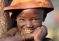 Suri pojke med kalebassen Arkivbilder