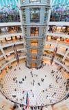 Suria KLCC商城,马来西亚,宽透镜视图内部  库存图片