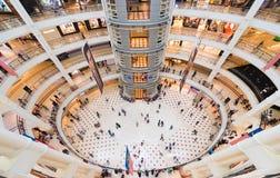 Suria KLCC购物中心,马来西亚,宽透镜视图内部  免版税库存照片