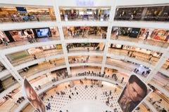 Suria KLCC购物中心,马来西亚,广角看法内部  免版税库存照片