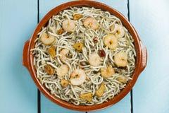 Surimi幼鳗用大虾、大蒜和胡椒 免版税库存图片