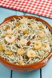 Surimi幼鳗用大虾、大蒜和胡椒 免版税图库摄影