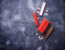 Surimi en het mes van krabstokken Royalty-vrije Stock Foto's