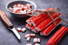 Surimi en het mes van krabstokken Stock Afbeelding
