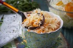 Surkål eller sur kål i lantlig stil soup för ryss för borschtcloseupkokkonst Royaltyfria Bilder