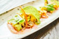 Surowa świeża tuńczyka rybiego mięsa sałatka z avocado i mango Obraz Royalty Free