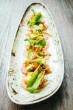 Surowa świeża tuńczyka rybiego mięsa sałatka z avocado i mango Fotografia Stock