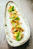 Surowa świeża tuńczyka rybiego mięsa sałatka z avocado i mango Zdjęcia Royalty Free