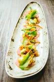 Surowa świeża tuńczyka rybiego mięsa sałatka z avocado i mango Obrazy Stock