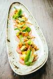 Surowa świeża tuńczyka rybiego mięsa sałatka z avocado i mango Zdjęcia Stock