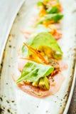 Surowa świeża tuńczyka rybiego mięsa sałatka z avocado i mango Zdjęcie Stock