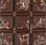 Surowa czekolada z Cacao stalówkami Obraz Royalty Free