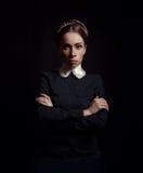 Surowa kobieta w czerni ubraniach Obraz Royalty Free